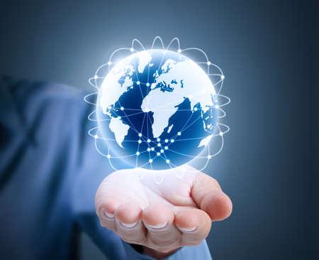 földgolyó: Globe, föld emberi kéz