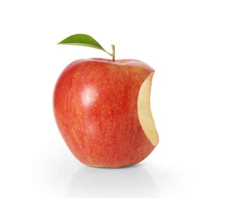 白い背景の上のおいしいリンゴ