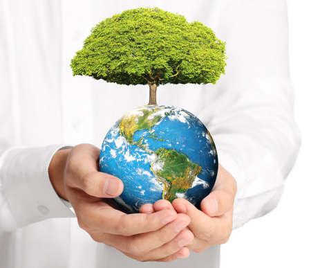 人間の手に地球