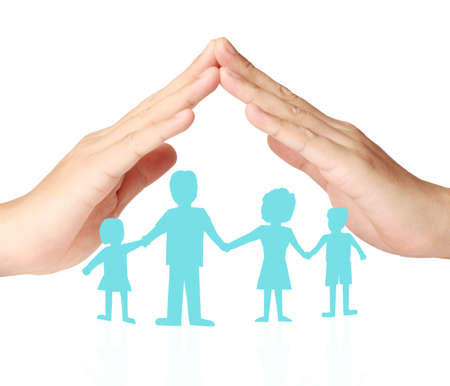 カットアウト ペーパー チェーン家族カップ状の手の保護 写真素材