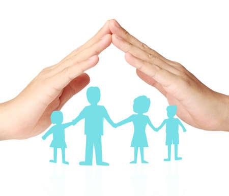familia unida: Recorte Familia de cadena de papel con la protecci�n de las manos ahuecadas