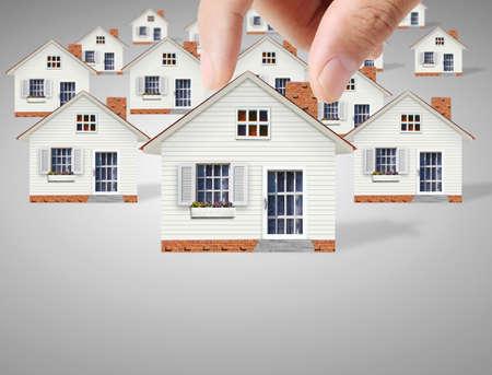 Sachversicherungen Konzept, Menschen zu schützen Modell des Hauses Standard-Bild - 31537455
