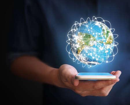 comercio: Smartphone de pantalla táctil en la mano Foto de archivo