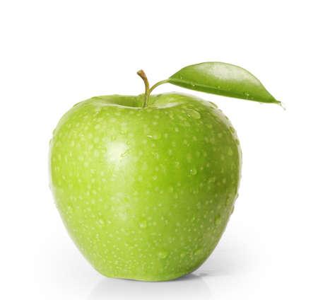 manzana verde: una manzana sobre fondo blanco