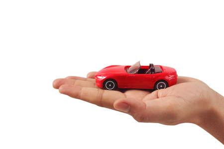 Czerwony samochodzik w ręku Ochrona koncepcji bezpieczeństwa Zdjęcie Seryjne