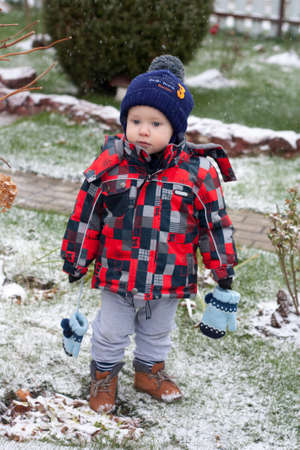 A boy walks on nature in explaining weather without mittens