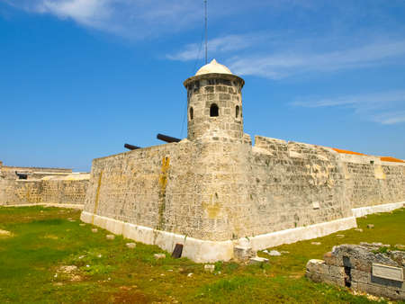 The defensive structure is a star fortress. Fort off the coast of Havana.