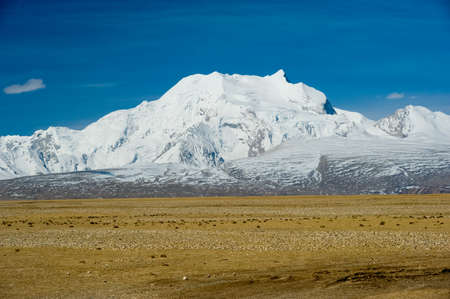 Mountains of the Himalayas, young beautiful high mountains of Tibet. 스톡 콘텐츠
