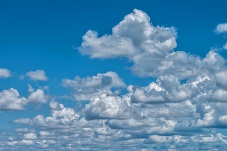 푸른 하늘에 흰 구름, 배경