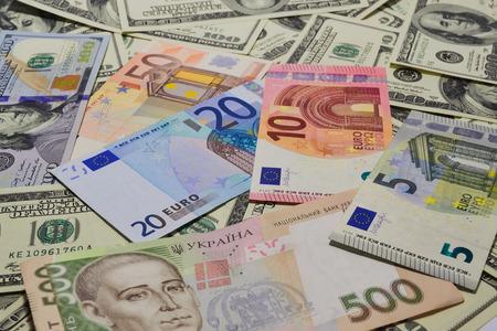 banco dinero: Mucho dinero. Muchos billetes de banco. Dólar, euro, hryvnia
