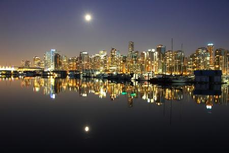 Vancouver Innenstadt, Mondnacht, Kanada BC Standard-Bild