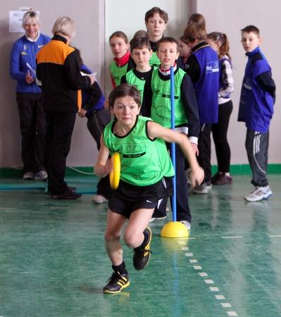 unidentified: los ni�os no identificados en la IAAF Kids Athletics la competencia el 10 de febrero de 2012 en Donetsk, Ucrania