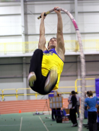 sumy: Korchmid Oleksandr wins pole vault event with 5 42 during the Ukrainian Track and Field Championships on February 17, 2012 in Sumy, Ukraine  Editorial