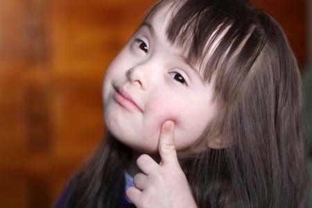 Portrait eines glücklichen lächelnden Mädchens