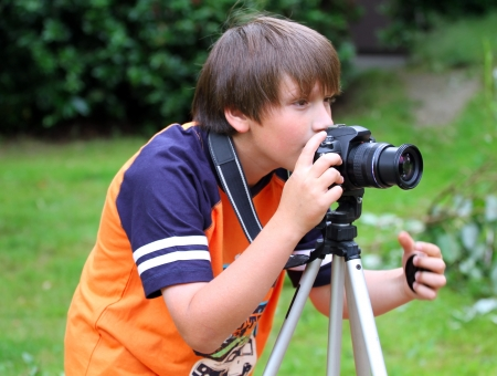 photography session: Young photographer takes pictures on the nature