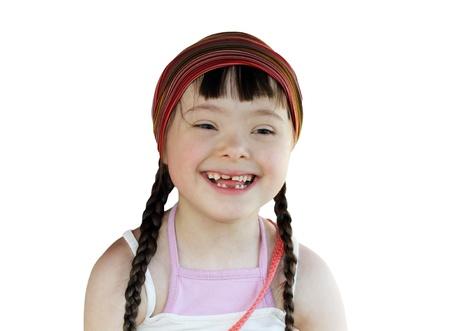 Portret van gelukkig jong meisje geïsoleerd op het witte