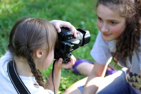 photography session: Girl taking a picture in the park