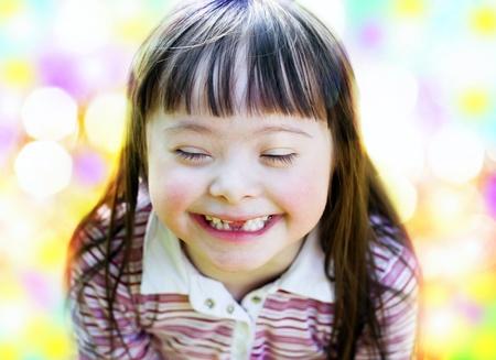 Portret van mooie jonge meisje glimlachen Stockfoto