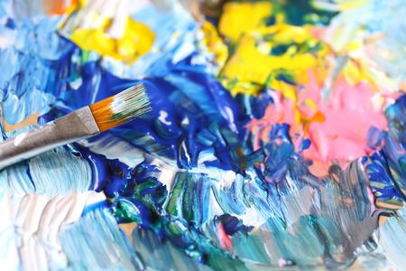 Close-up van penseel en palet. Stockfoto