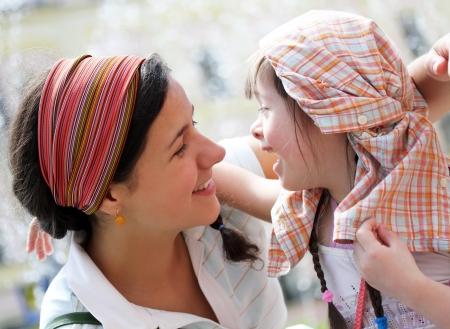 Gelukkige familie momenten - Moeder en kind hebben een pret Stockfoto