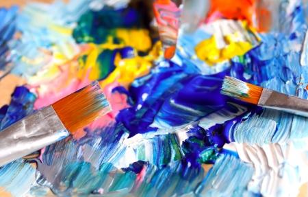 Nahaufnahme von Pinsel und Palette Lizenzfreie Bilder
