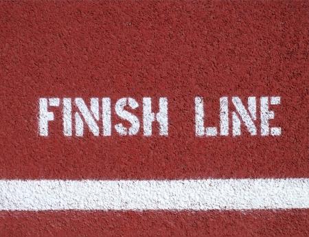 Finish Line - unterzeichnen auf der Laufstrecke Standard-Bild - 25159358