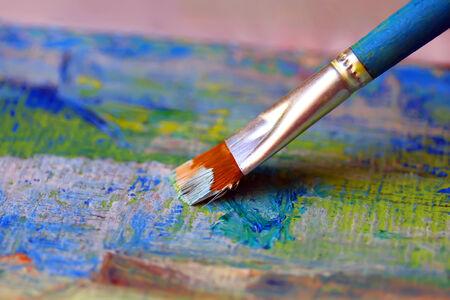 Close-up van penseel en palet Stockfoto