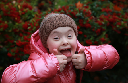 Portrait der schönen jungen Mädchen glücklich Lizenzfreie Bilder - 34481956