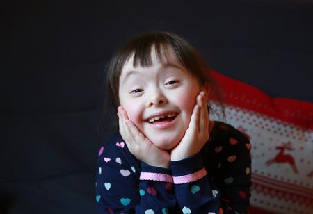 Retrato de la hermosa chica joven feliz Foto de archivo - 34626246