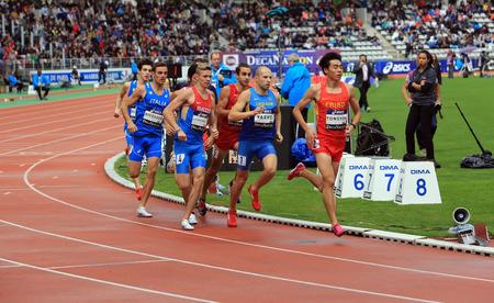 Atleten op de 800 meter race op Decanation International Outdoor Games op 13 september 2015 in Parijs, Frankrijk.
