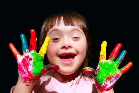 Cute little girl with painted hands. Foto de archivo