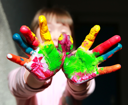 Cute little kid with painted hands 스톡 콘텐츠