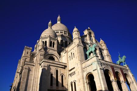 sacre coeur: Basilique du Sacre Coeur sur Montmartre, Paris, France.