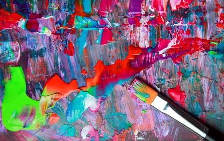 Nahaufnahme von Pinsel und Palette. Lizenzfreie Bilder