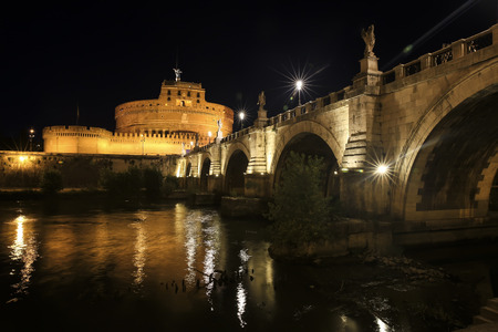 Castel St. Angelo and St. Angelo Bridge in the night Rome, Italy Standard-Bild