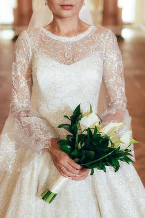 bride holds wedding bouquet. beautiful wedding dress. Foto de archivo