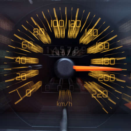 Drink and drive - Alkohol und Drogen hinter dem Lenkrad des Autos