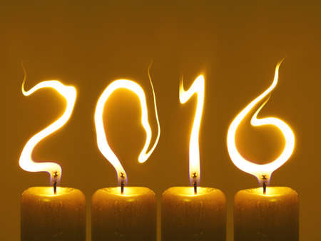 Kerzenflammen schreiben Zahlen 2016. Frohes neues Jahr 2016