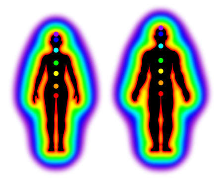 mujeres: cuerpo de la energía humana con aura y chakras en el fondo blanco