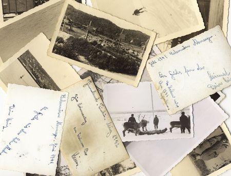 Millésime photos en noir et blanc prises au cours de la seconde guerre mondiale, trois d'entre eux avec des salutations pour ceux qui restent à la maison le dos.  Banque d'images