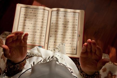 moslem: Muslim women pray to God