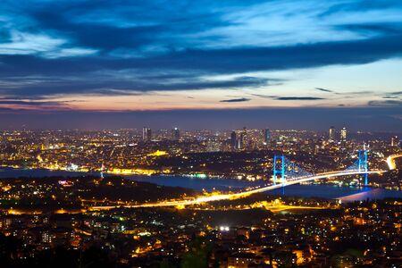 Puente del Bósforo en la noche 3