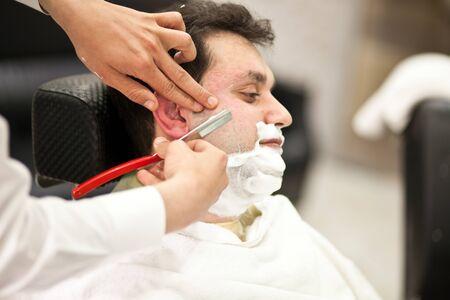 理髪店髭そりひげ