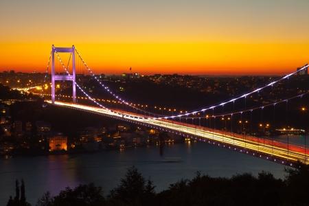 Fatih Sultan Mehmet-brug 's avonds Stockfoto