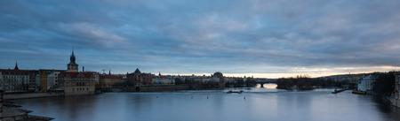 A night view og beautiful Prague city scene with  Vltava river 免版税图像