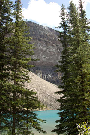 One of the mountains of the Canadian segment of the North American Rocky Mountains range Imagens - 10358365