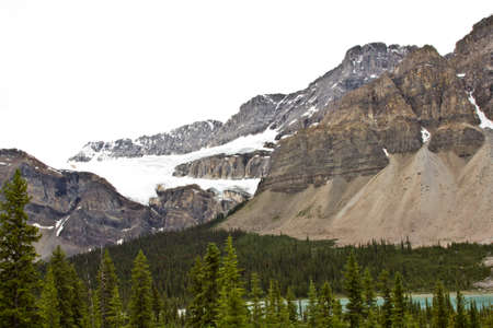 氷の形成の北米ロッキー山脈カナダのセグメントの山の一つ 写真素材