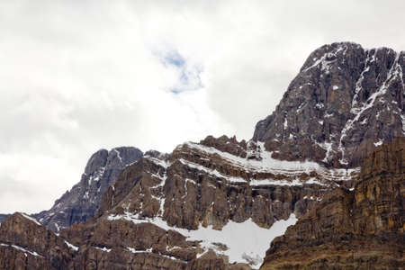 One of the mountains of the Canadian segment of the North American Rocky Mountains range Imagens - 10366498