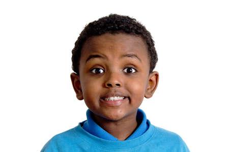 occhi sbarrati: Ritratto di un bambino etiope con gli occhi spalancati per l'eccitazione