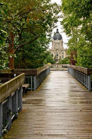 regina: Bridge leading to the Saskatchewan Legislative Building in Regina Stock Photo